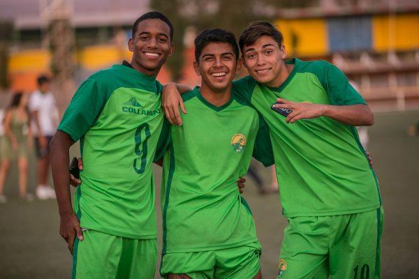 Jugadores de la sub 17 de la Asociación de Fútbol Pica, con la dorsal número nueve, el goleador del torneo,  Juan Camilo Bedolla, con cinco conquistas.