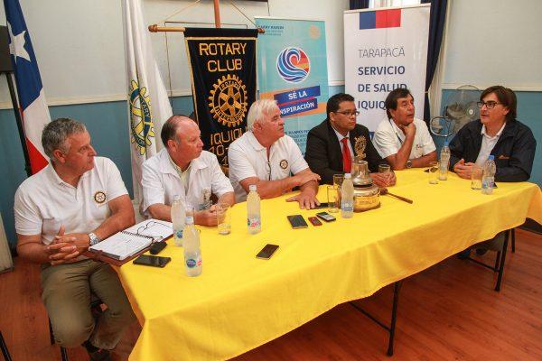 Miembros del Rotary Club Iquique, doctores voluntarios, Seremi de Salud Tarapacá y Mauricio Acuña, Representante de Relaciones para la Comunidad y Supervisor del Borde Costero de Collahuasi.