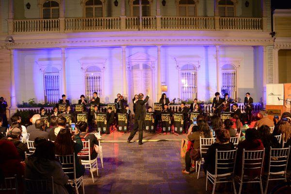 Música y colores andinos tiñeron la Sala de Arte Casa Collahuasi